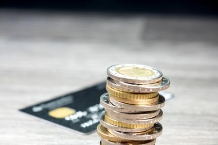 Schnell Geld leihen können Verbraucher mit einem Dispokredit. Dieser ist allerdings teuer, unkalkulierbar und riskant.