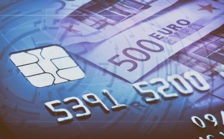 Kreditkarten bieten die Option schnell Geld zu leihen. Dies ist allerdings riskant und nicht immer günstig.
