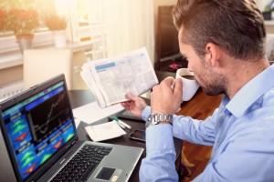 Was ist günstiger: der Online-Broker oder die Filial-Bank? - Foto: fotolia.com